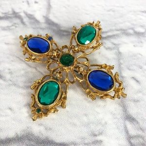 Jewelry - Gold-toned Brooch